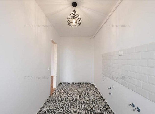 Vanzare apartament 1 camera cu priveliste si terasa in zona str Paris - imaginea 1