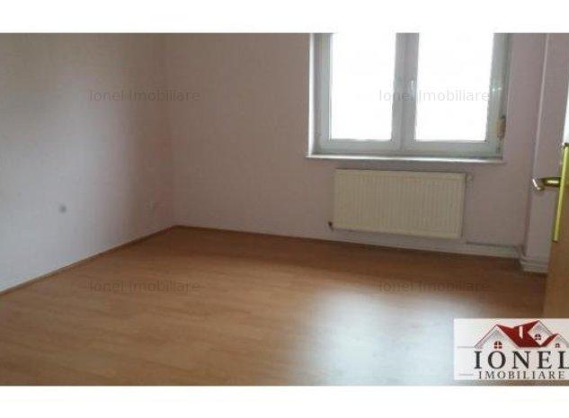 Apartament 4 camere decomandat de vanzare in Alba Iulia, zona Centru - imaginea 1