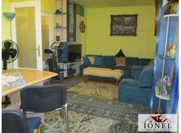 De vanzare apartament 3 camere  in Alba Iulia, zona Centru -mobilat - imaginea 1