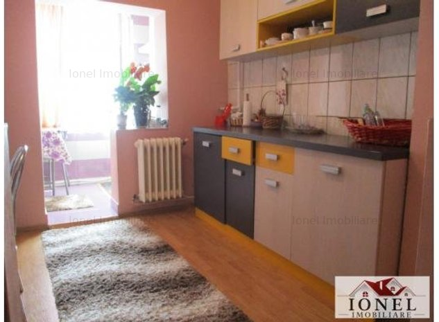 Apartament 3 camere decomandat de vanzare in Alba Iulia, zona Ampoi 3 - imaginea 1