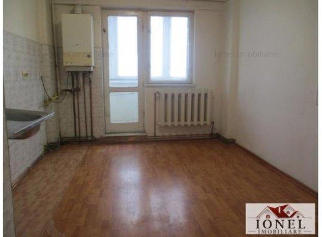 Apartament 4 camere decomandat de vcanzare in Alba Iulia - imaginea 1