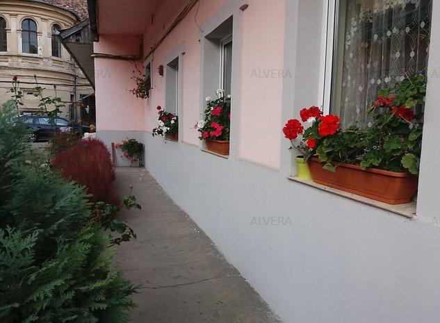 2 camere, Centru, str. Motilor, posibilitate de mansardare - imaginea 1