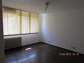 Apartament de închiriat 3 camere, în Bucureşti, zona Cantemir