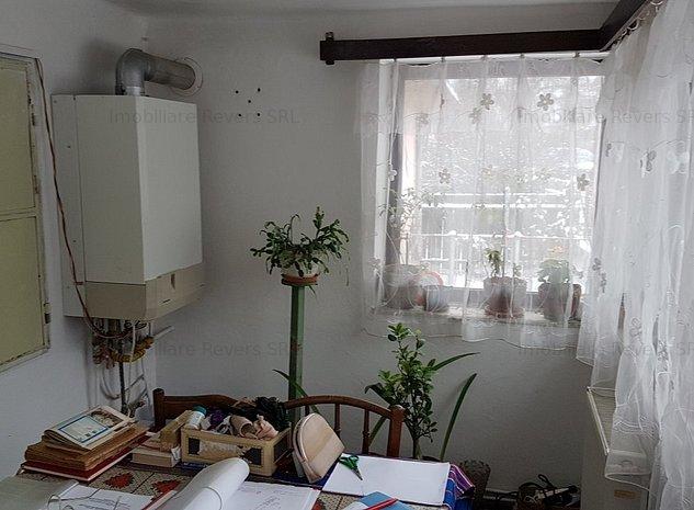 2 case si teren peste 1500 mp Stirbei Voda la pret de apartament - imaginea 1