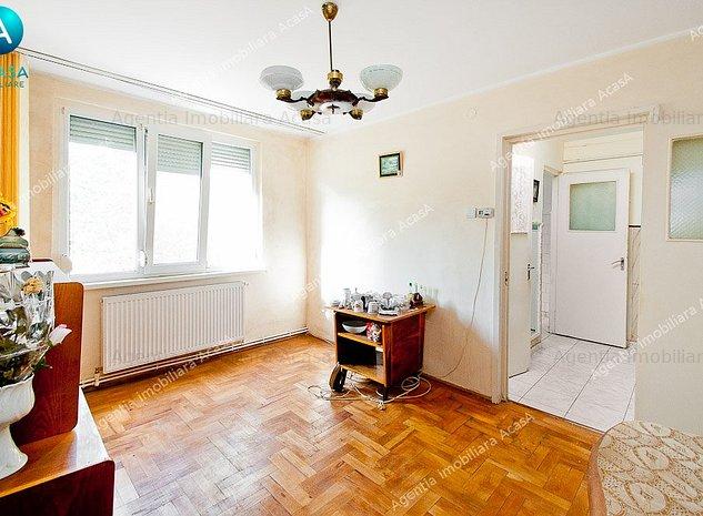 Vanzare apartament cu 2 camere Micro 19, etaj 3, sup.40 mp, centrala termica - imaginea 1