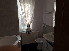 Casa de închiriat 10 camere, în Craiova, zona Sud-Est