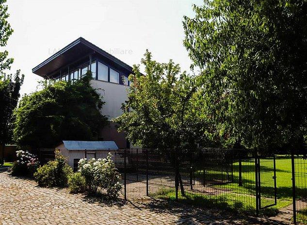 Resedinta deosebita cu arhitectura si stil pentru familia ta - imaginea 1