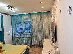 Apartament de vânzare 2 camere, în Reşiţa, zona Calea Timişoarei