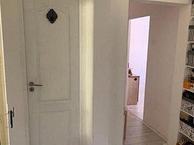 Apartament de vânzare 3 camere, în Reşiţa, zona Calea Caransebeşului