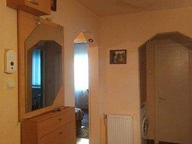 Apartament de vânzare 3 camere, în Reşiţa, zona Micro IV