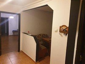 Apartament de vânzare 3 camere, în Reşiţa, zona Micro III