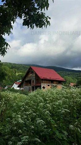 Casa \Vila la rosu zona Valiug si teren - imaginea 1