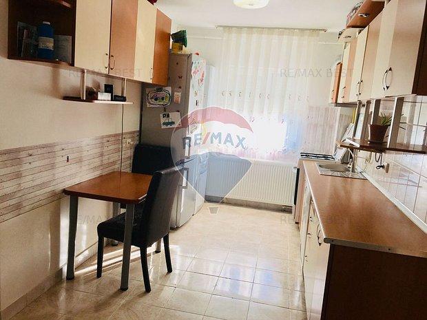 Apartament 2 camere, decomandat, zona Manastur - imaginea 1