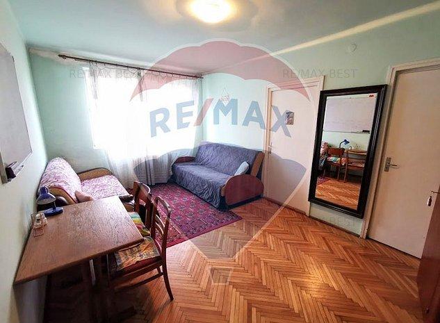 De vanzare apartament 3 camere, semicentral, COMISION 0% - imaginea 1