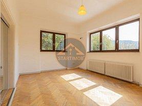 Apartament de închiriat 4 camere, în Braşov, zona Ultracentral