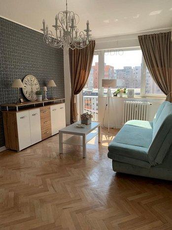 Apartament de vanzare, 2 camere, zona linistita, complet renovat si mobilat - imaginea 1