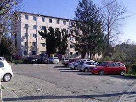 Apartament de vânzare 2 camere, în Caransebes, zona Sud