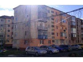 Apartament de vânzare 2 camere, în Otelu Rosu