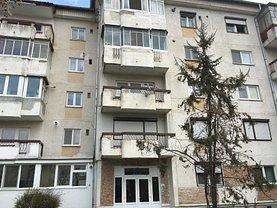 Apartament de vânzare 4 camere, în Dej