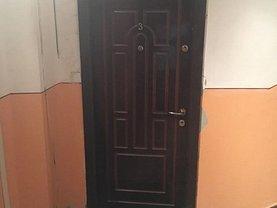 Apartament de vânzare 4 camere, în Ramnicu Sarat, zona Est