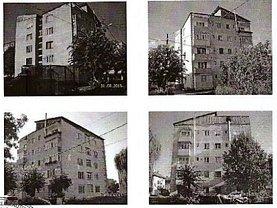 Apartament de vânzare 3 camere, în Stei