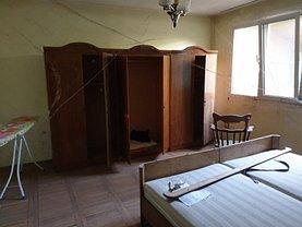 Apartament de vânzare 5 camere, în Caransebes