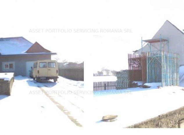 Casa si teren, 2378 mp, Suceava - imaginea 1