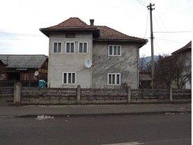 Casa de vânzare, în Campulung Moldovenesc, zona Central