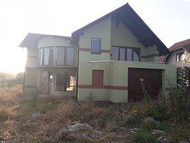 Casa de vânzare 4 camere, în Reghin