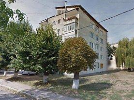 Apartament de vânzare 3 camere, în Ştei, zona Central
