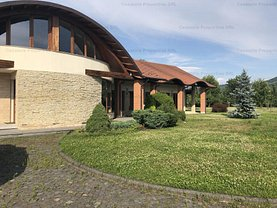 Casa de vânzare 10 camere, în Bistriţa, zona Unirea