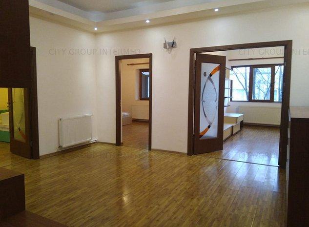 Ultracentral - apartament in vila cu spatii generoase - imaginea 1