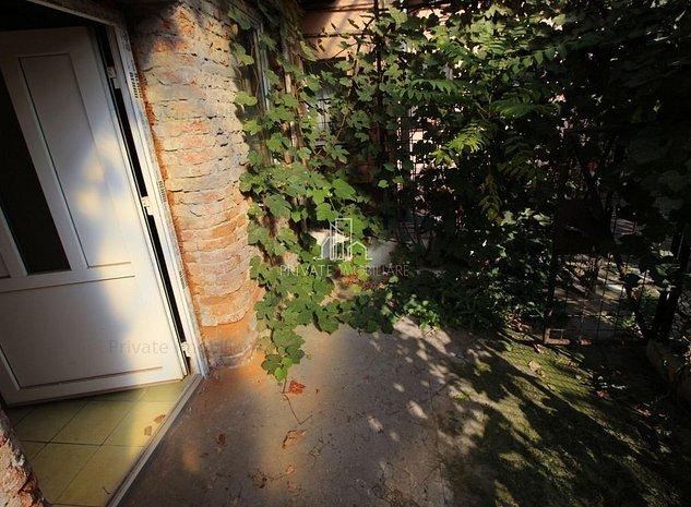 Casa 32 mp Curte Comuna , Dambu Pietros - imaginea 1
