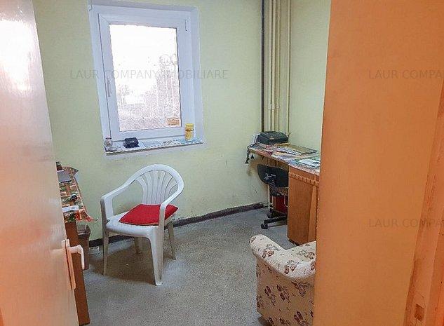 Apartament 4 camere spatiu comercial Tudor Vladimirescu Pitesti - imaginea 1