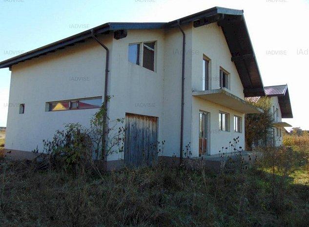 Casa Bod la rosu - imaginea 1