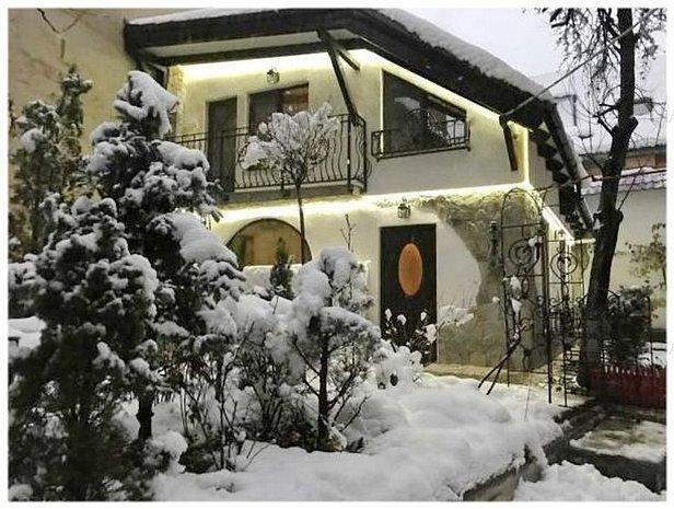 Casa / Vila situata in Centrul Istoric - imaginea 1