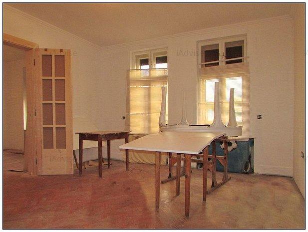 Casa doua camere zona Spitalului Marzescu - imaginea 1
