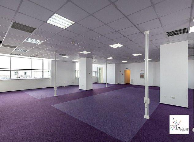 Cladire de birouri centrala, parcare privata generoasa - imaginea 1