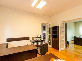 Casa de închiriat 12 camere, în Bucureşti, zona Casin