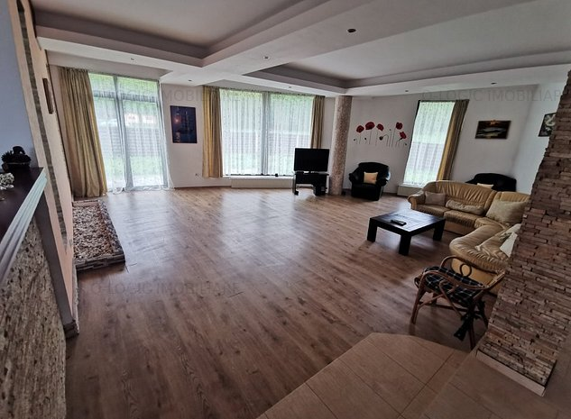 Casa 8 camere mobilata si utilata modern RASNOV - imaginea 1