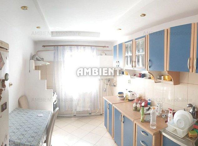 Apartament 4 camere, zona Bazar; - imaginea 1
