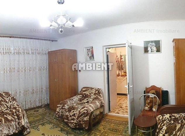 Apartament 3 camere, etaj 3, zona Centru; - imaginea 1