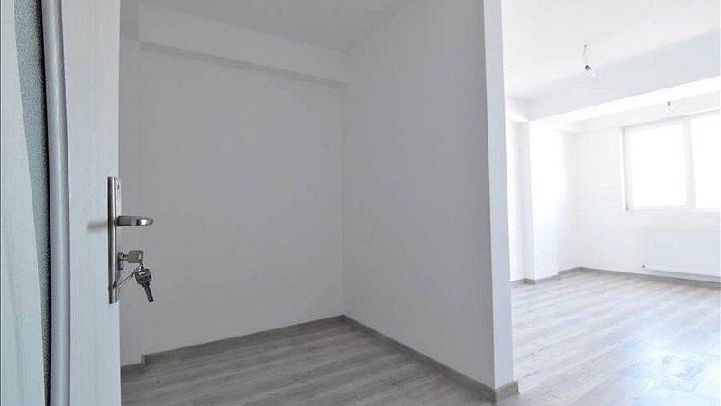 Vanzare Apartament 3 camere, et2, Tractorul,Brasov