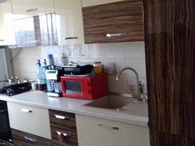 Apartament de vânzare 3 camere, în Tulcea, zona Big