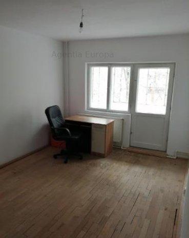 Apartament 3 camere zona Babadag - imaginea 1