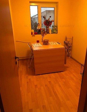 Apartament 3 camere, etaj 3/5, bloc izolat, zona Girocului - langa Liceul Azur - imaginea 1