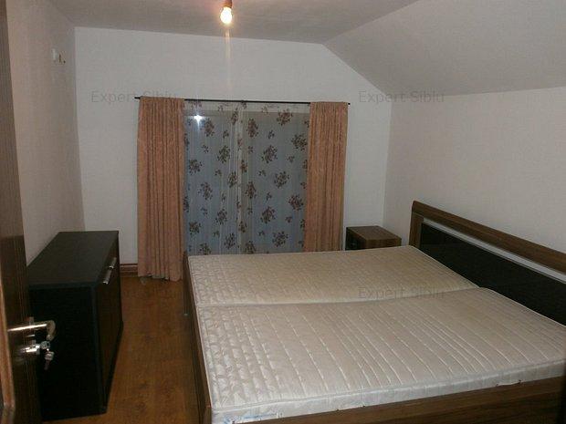 INCHIRIEZ apartament 2 camere decomandat ,zona Selimbar - imaginea 1