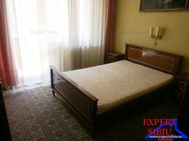 VAND apartament  4 camere decomandat, zona Vasile Aaron - imaginea 1