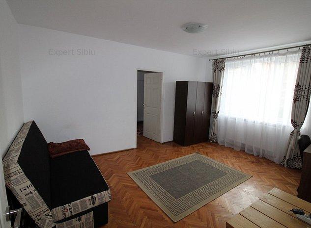 INCHIRIEZ apartament 2 camere ,renovat ,zona Calea Dumbravii - imaginea 1