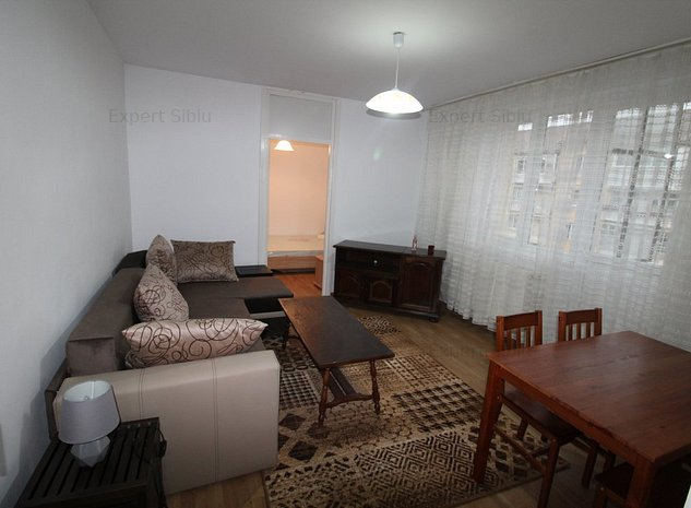 INCHIRIEZ apartament 3 camere ,renovat,zona Cedonia - imaginea 1
